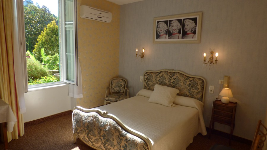 Aveyron lodging: Rooms with air-conditioning