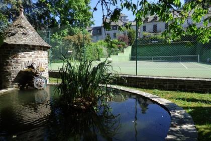 Hotel avec grand parc ombragé - Aveyron