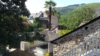 Hotel with outdoor jacuzzi - Aveyron - France