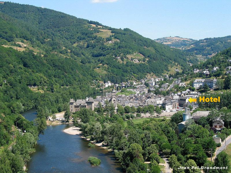 Entraygues entre vallée du Lot et vallée de la Truyère