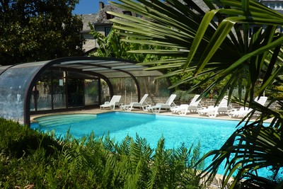 Hotel with swimming pool in exotic park - Aveyron