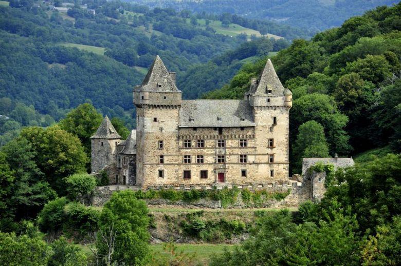 Dominant de son promontoire rocheux la vall�e du Goul, Messilhac est un t�moignage vivant et envo�tant de l'histoire du Carladez. A ne manquer sous aucun pr�texte.