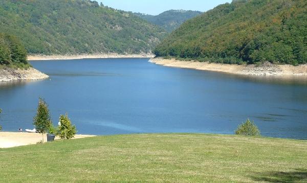 Lac de Sarrans - Lacs Nord Aveyron - France
