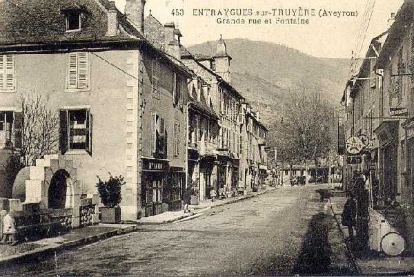 Rue principale d'Entraygues - Aveyron
