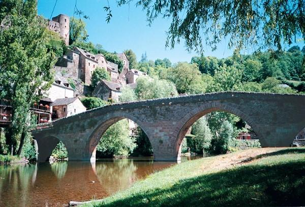 Belcastel: Plus beau village de France - Aveyron