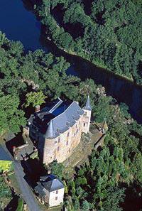 Château de Gironde dominant la Vallée du Lot - Aveyron