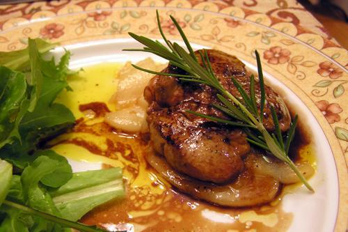 Recette du foie gras frais poêlé sur un lit de poires