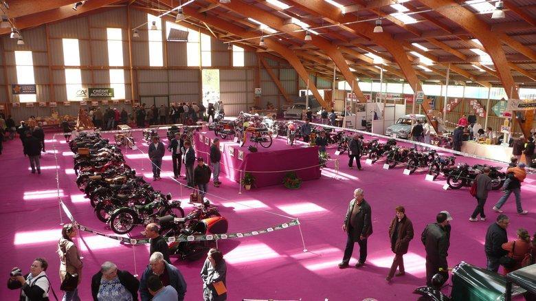 Vieilles motos au festival de la locomotion Campuac