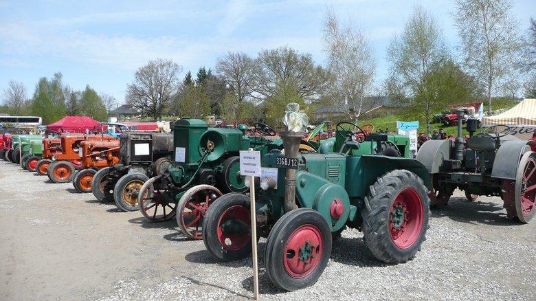 Vieux tracteurs au festival de la locomotion Campuac