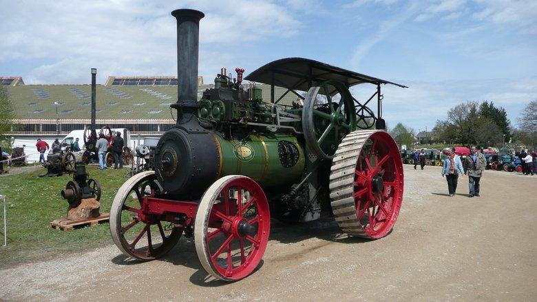 Vieilles machines agricoles au festival de la locomotion Campuac