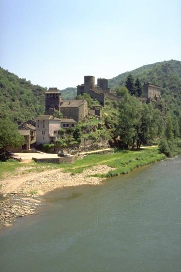 Village de Brousse-le-Château dans les Raspes