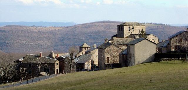 Castelnau-Pégayrols, Village médiéval en Aveyron