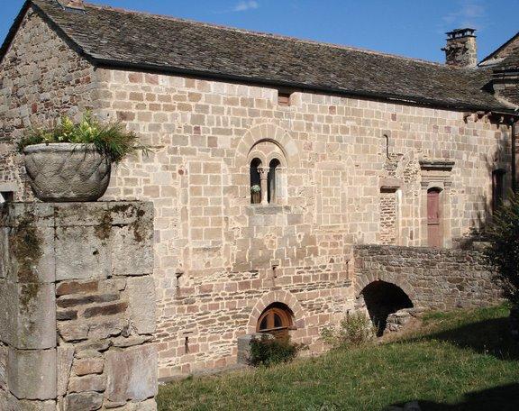 Prieuré roman bénédictin de Castelnau-Pégayrols