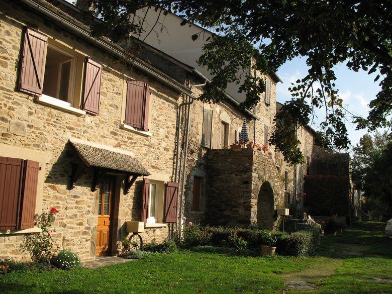 Sauveterre-de-Rouergue - Les remparts