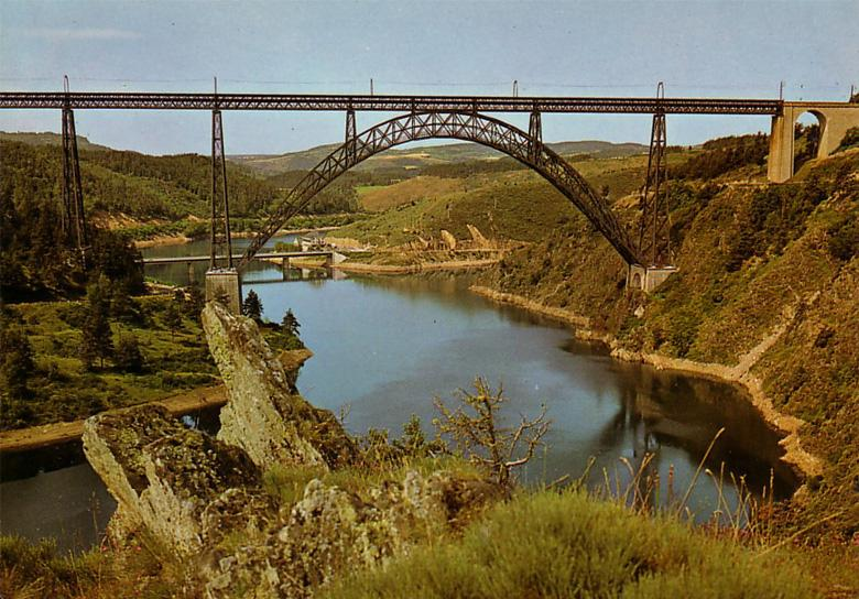 Vieille photo ancienne du viaduc de Garabit