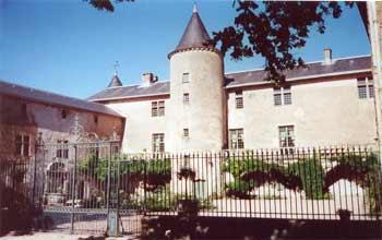 Cour d'honneur du Château de Fayet - Aveyron