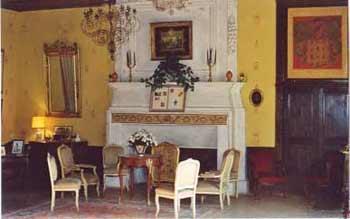 Salon jaune du Château de Fayet - Aveyron