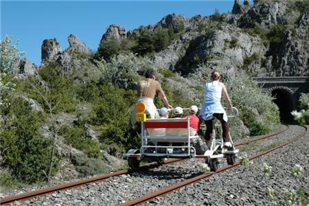 Vélo rail et train touristique dans la vallée du Cernon