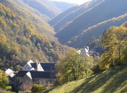 La vallée de Bonneval, un site cistercien typique entre Espalion et Laguiole