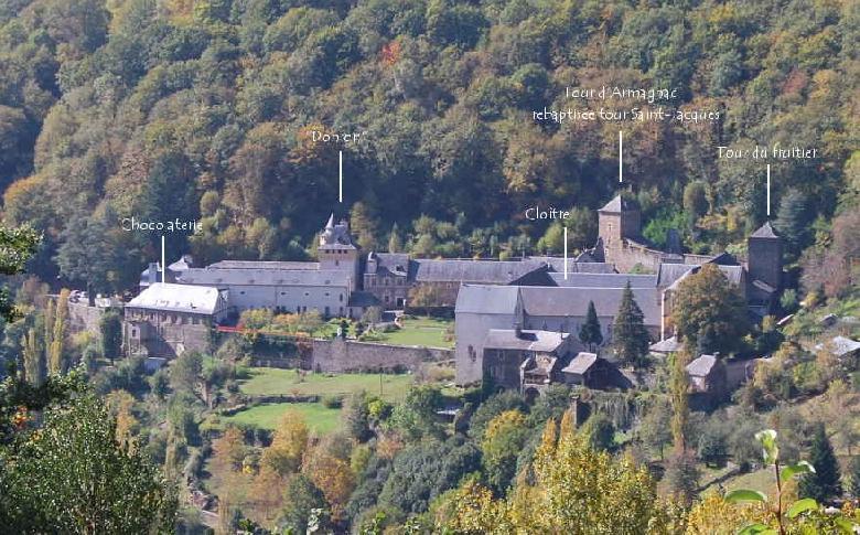 Plan et visite de L'Abbaye de Bonneval. Les chocolats de Bonneval sont fabriqués avec beaucoup de soin par les moniales dans les ateliers de l'abbaye. Il s'agit d'une fabrication de type artisanal dont la tradition se poursuit à Bonneval depuis 1878
