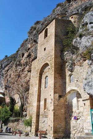 L'église Saint Christophe est le bâtiment principal. Eglise troglodytique du XIe siècle