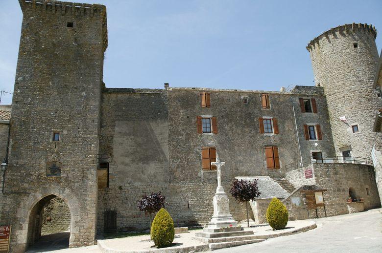 Le château des templiers de Sainte-Eulalie-de-Cernon construit par les hospitaliersconstruit par les hospitaliers