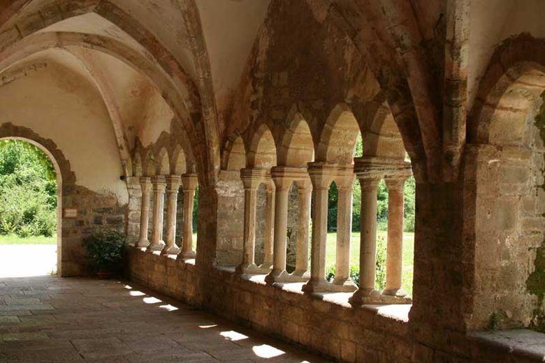 L'Abbaye de Sylvan�s, magnifique monument cistercien du sud Rouergue en Aveyron