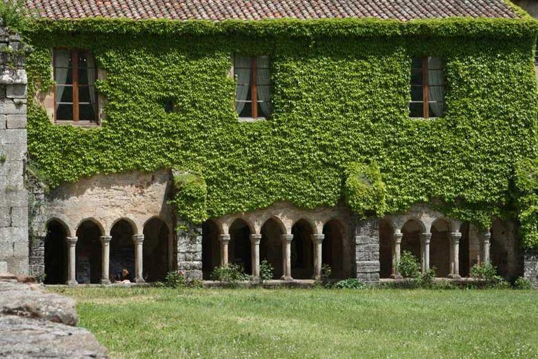 Située dans le sud de l'Aveyron, l'abbaye cistercienne de Sylvanès (12ème siècle) a été classée monument historique.
