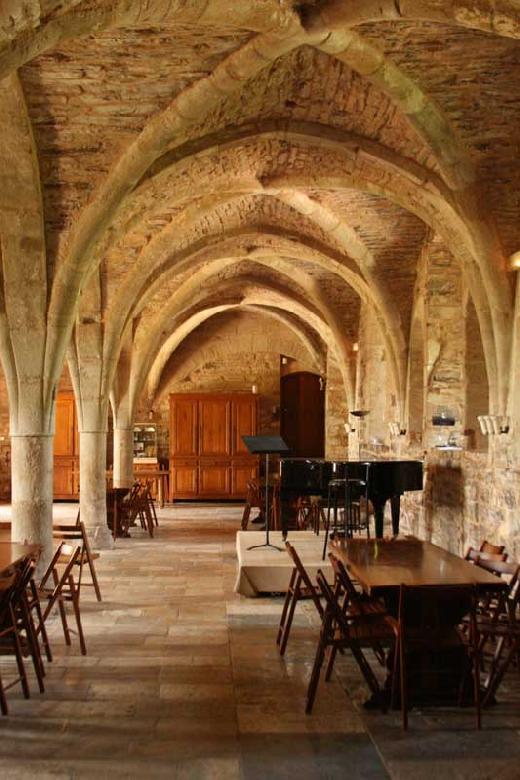 L'ancien scriptorium de l'abbaye de Sylvanès, aujourd'hui réfectoire et salle de concert