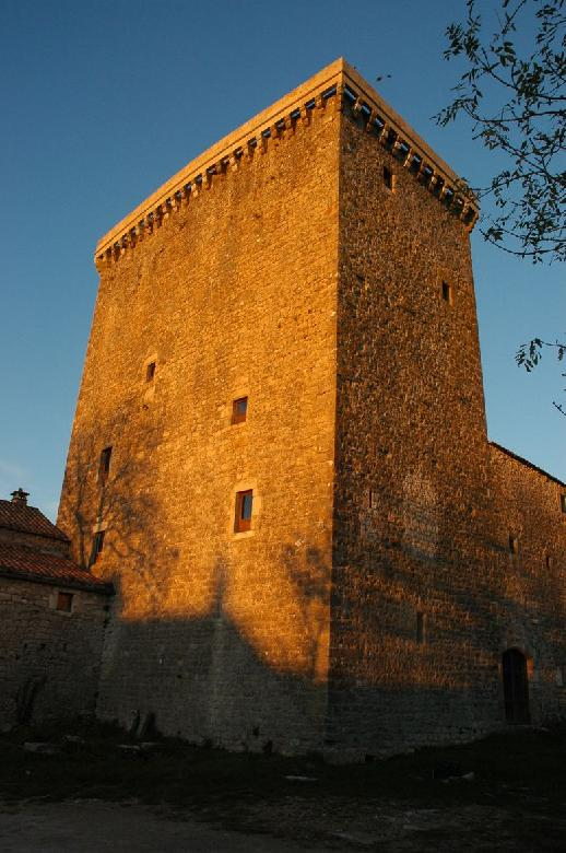 Tour hospitalière du XVe siècle de Viala-du-pas-de-Jaux