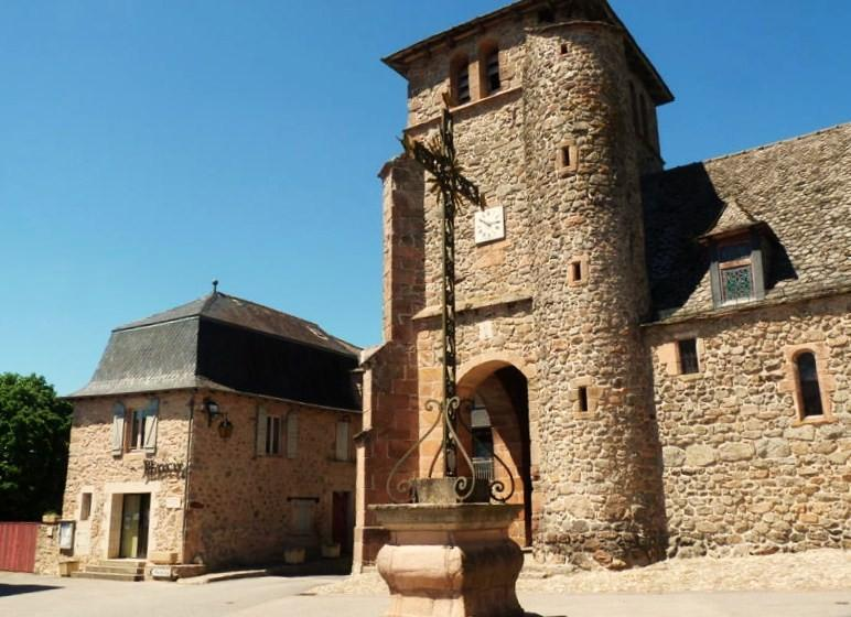 L'Église romane du XIIIe-XVe siècle de La Bastide-L'Evêque en Aveyron