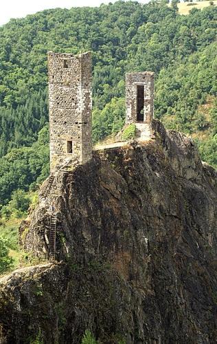 Les tours de Peyrusse le Roc - Aveyron