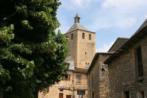 Le village médiéval de Peyrusse-le-roc en Aveyron