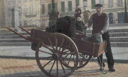 Le Bougnat livrait le charbon dans sa charrette à bras