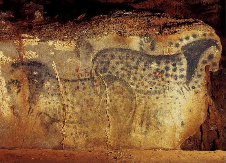 La grotte du Pech Merle est une grotte ornée préhistorique située dans le département du Lot, sur la commune de Cabrerets.