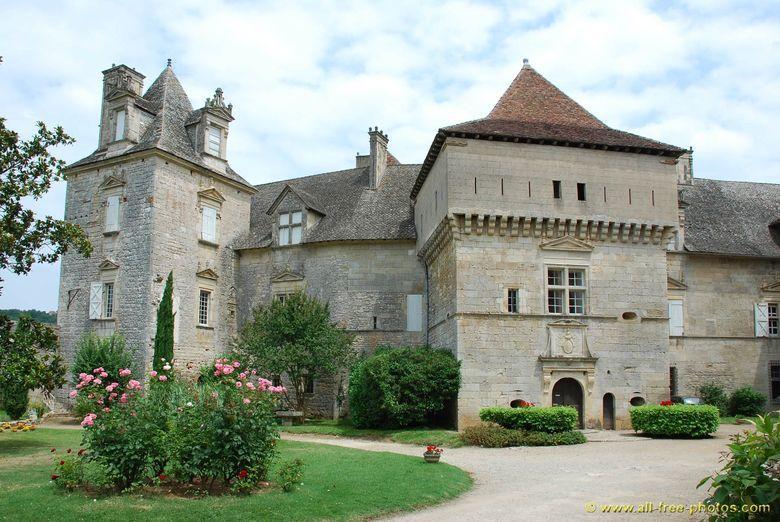 Avec le Château de Cenevières vous pouvez plongez dans l'histoire de l'un des plus beaux châteaux Renaissance du Quercy, tout en contemplant la Vallée du Lot depuis ses terrasses.