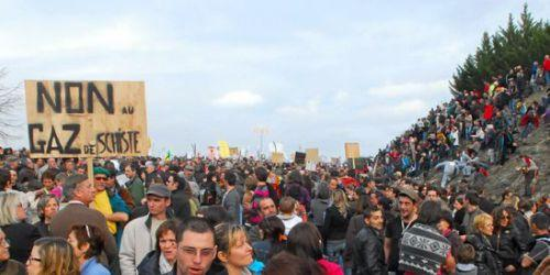 Les militants écologistes protestent contre les extractions de gaz de schiste