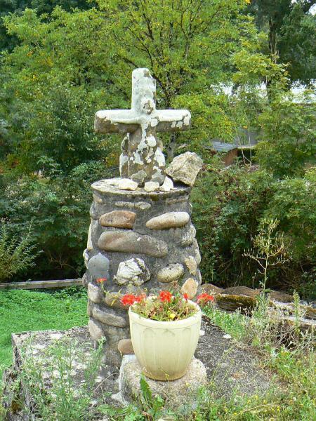 La croix d'Espeyrac, village d'Aveyron entre Conques et Entraygues-sur-Truyère