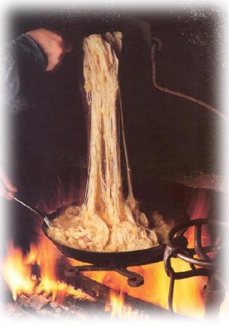 L'Aligot, l'une des plus célèbres spécialités de la région. Il s'agit d'une recette à base de purée de pomme de terre mélangée à la tome fraîche de l'Aubrac et parfume à l'ail.
