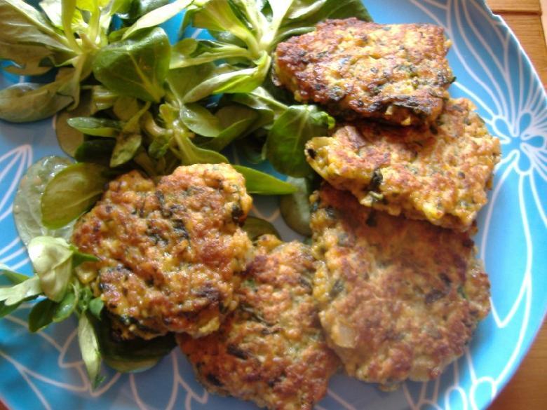 Autre spécialité incontournable de l'Aveyron. Il s'agit de sortes de petits pâtés ou beignets vert et dorés à la poêle de chaque côté.<br>Les farçous sont à base de blettes ou épinards, de viande ou lard et d'herbes.