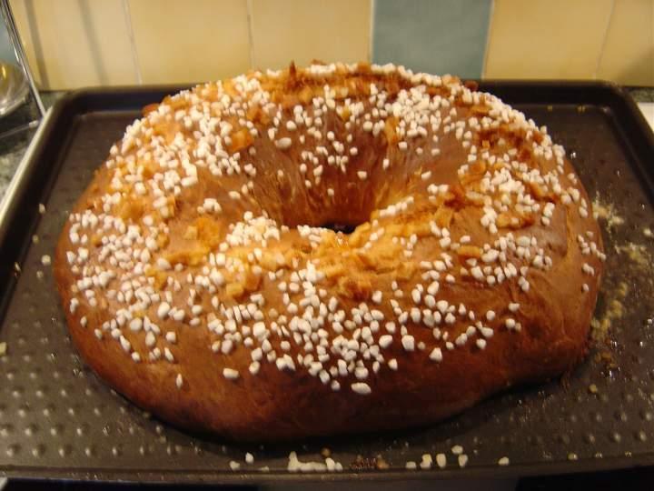 La fouace est une brioche sucr�e g�n�ralement pr�sent�e sous forme de couronne dont la fabrication ancestrale n�cessite une lente fermentation et un p�trissage intensif.