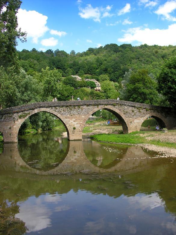Le pont de Belcastel sur l'Aveyron.
