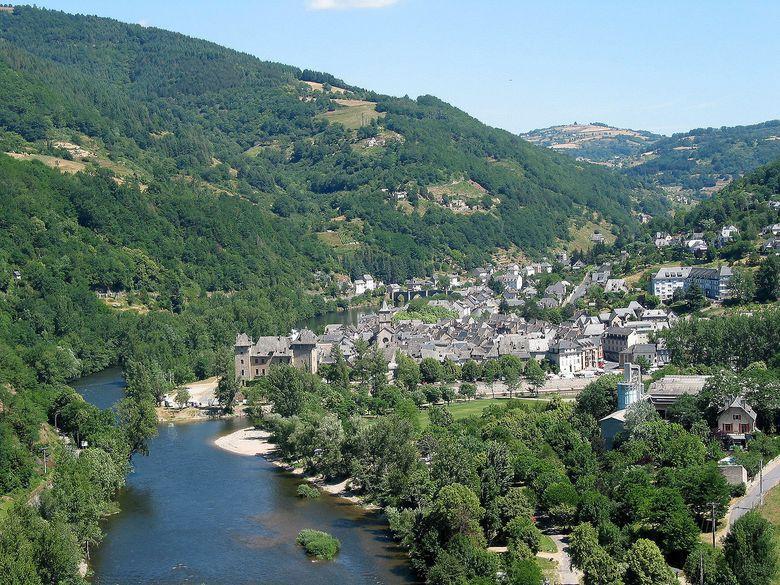 La Truyère est une rivière de taille moyenne qui coule sur environ 170 kms de la Margeride (Lozère) pour se jeter dans le Lot en aval Entraygues sur Truyère