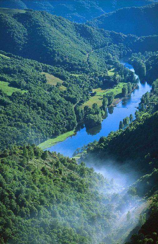 Une nouvelle portion du Lot, entre Laroque-Bouillac et Port d'Agrès, dans le département de l'Aveyron, va être rendue à la navigation.