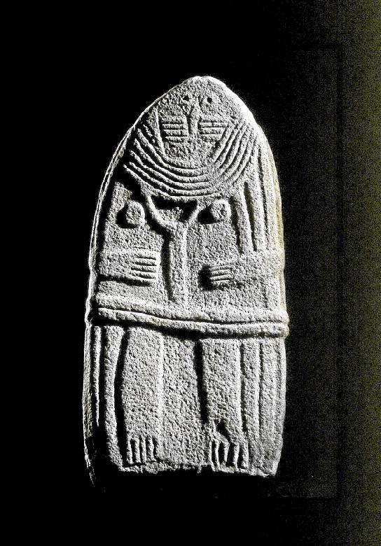 La Dame de Saint-Sernin, cette statue-menhirs, qui est actuellement exposée au Musée Fenaille de Rodez, a été trouvée au pied de la colline de Saint Martin, près du pont du Merdanson.