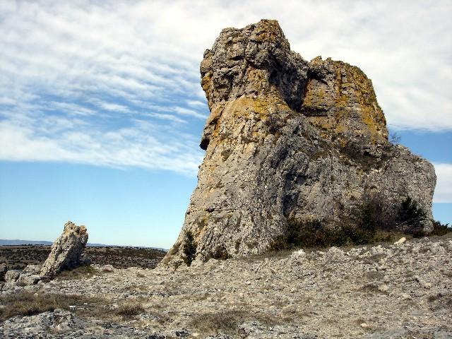 Rocher dolomitique du Larzac dans l'Aveyron
