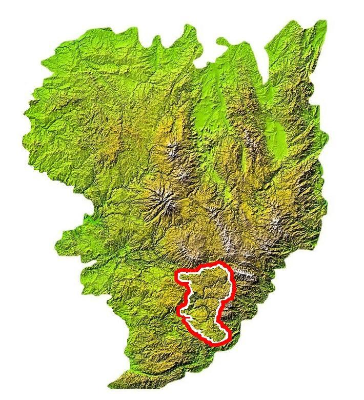 Les Grands Causses sont délimités de la façon suivante : Au nord par l'Aubrac et la Margeride à l'est par les Cévennes et le Montpelliérais, au sud par le Lodévois (Escandorgue) et à l'ouest par le Lévézou et le Saint-Affricain.