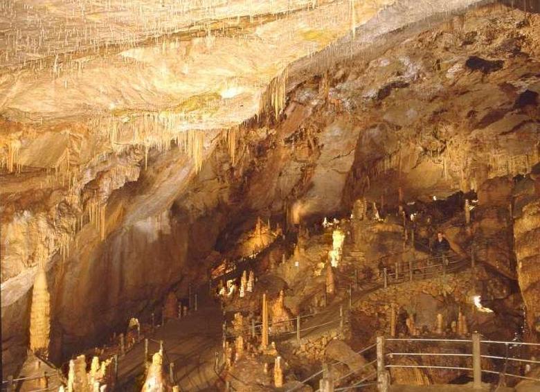 La grande salle est également appelée Salle du Chaos avec un plafond en coupole régulière.