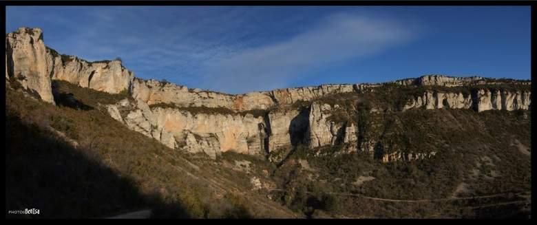Un des plus beaux paysages qu'offre l'Aveyron. Ce cirque naturel, qui compte parmi les douze cirques français, est situé à 498 mètres d'altitude au sud du Massif Central.