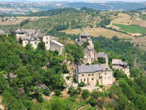 Le joli village de Cassagnes Comtaux dans l'Aveyron